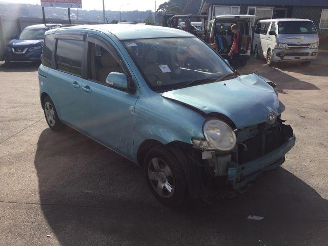 Toyota Sienta NCP81